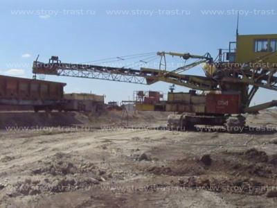 Добыча сырья для СМЛ, магнезита в карьерах - погрузка руды