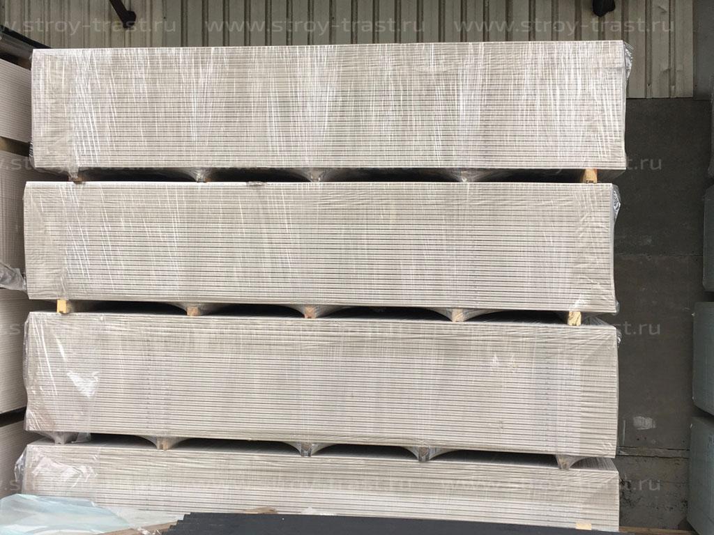 На склад СтройТраст в СПб поступили негорючие стеновые смл — панели светло-бежевых и серых оттенков (цвета по RAL)